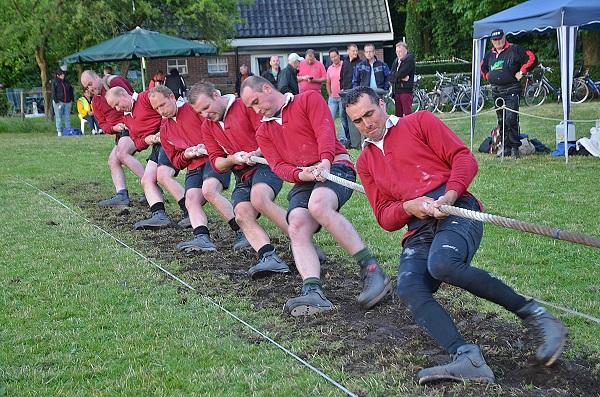 Drentse touwtrekcompetitie in beslissende fase