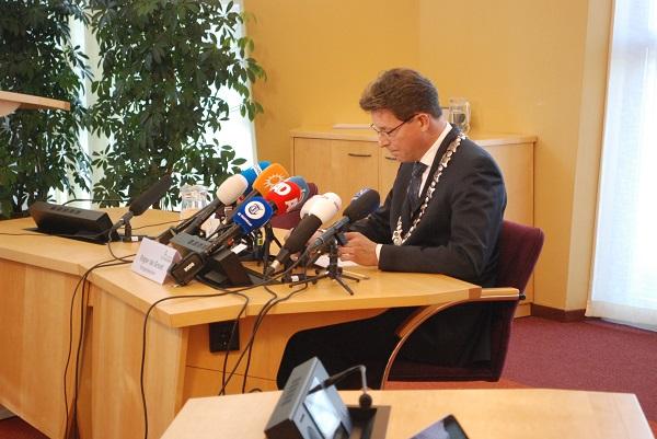 Landelijke media aanwezig persconferentie burgemeester